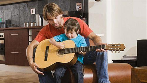 Học đàn guitar có khó hay không? - Trung tâm nghệ thuật Adam