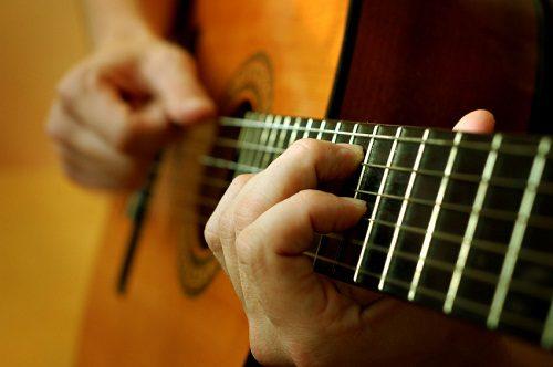 Những yêu cầu cơ bản mà những người học guitar solo cần biết