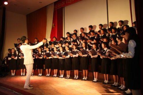 Phụ huynh có nên cho con tham gia khóa học hát hợp xướng?