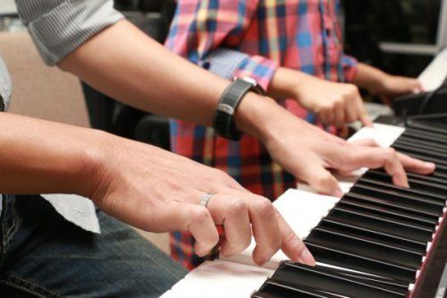 Có nên tham gia khóa học đàn piano giá rẻ tại Hà Nội