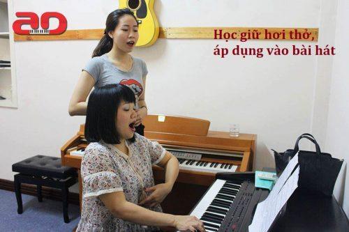 Hóa ra đây là lý do khiến nhiều người bị hụt hơi khi hát