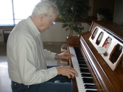 Học piano cho người lớn tuổi