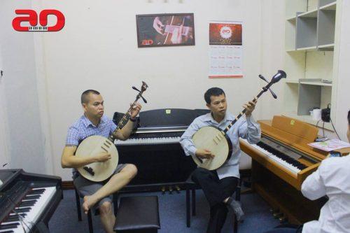 Học nhạc cụ dân tộc