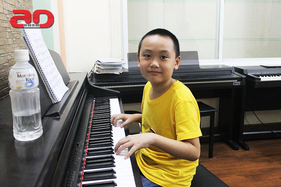 Day hoc dan Piano Adam (1)