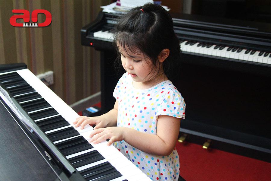 Day hoc dan Piano Adam (12)