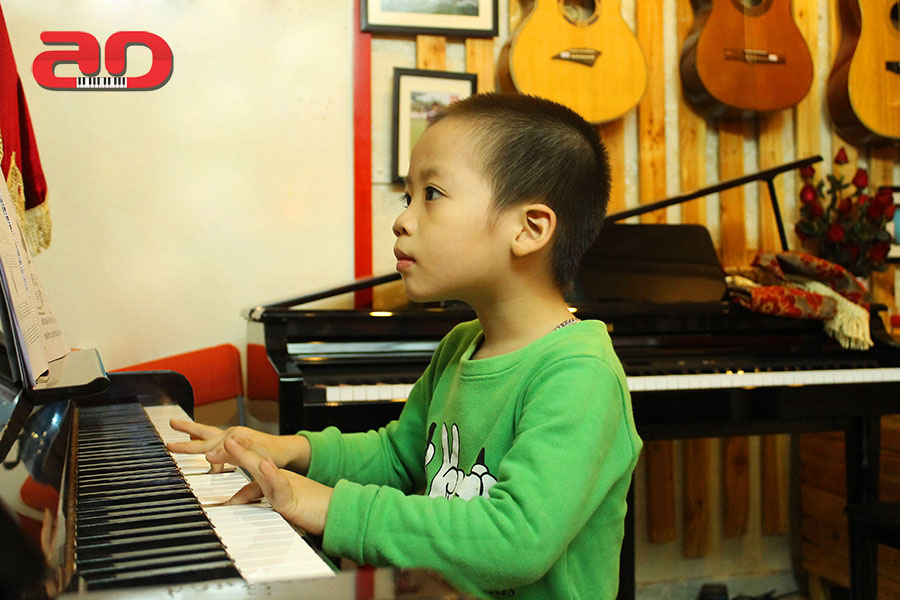 Day hoc dan Piano Adam (3)