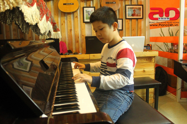 Day hoc dan Piano Adam (7)