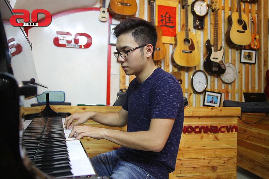 Day hoc dan Piano Adam (9)