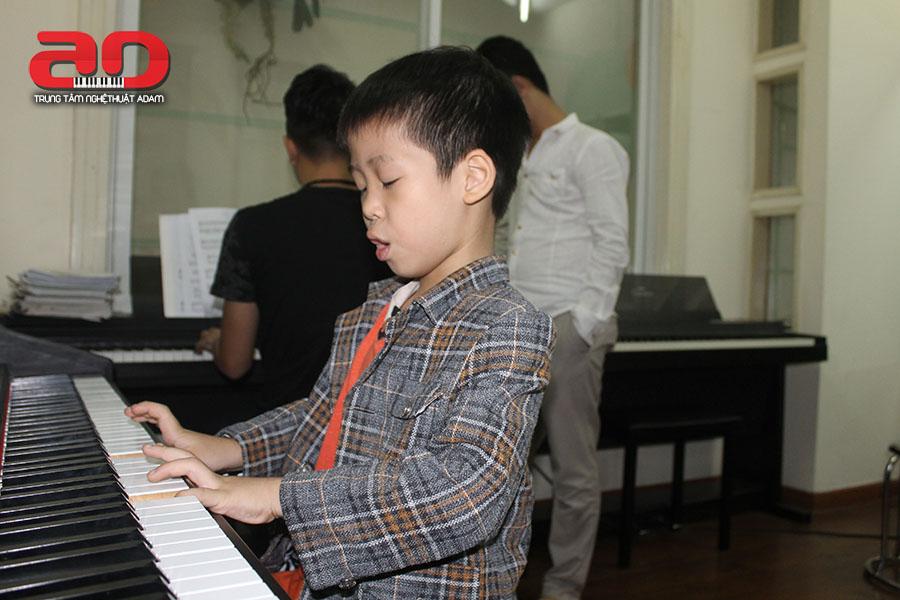 day hoc dan piano (1)